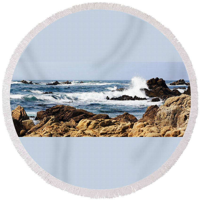 Tide Round Beach Towel featuring the photograph Arriving Tide At Pebble Beach by Marilyn Hunt