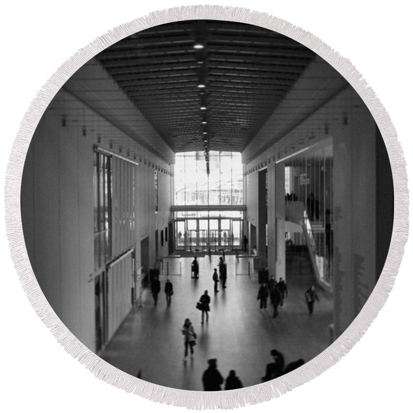 Art Institute Of Chicago Round Beach Towel featuring the photograph Art Institute Of Chicago Modern Wing by Kyle Hanson