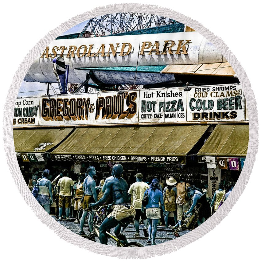 Coney Island Round Beach Towel featuring the photograph Astroland by Chris Lord
