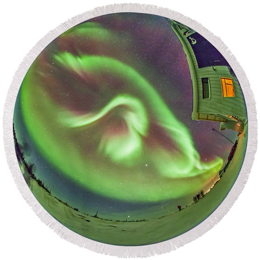 Aurora Round Beach Towel featuring the photograph Aurora Borealis Over Churchill by Alan Dyer