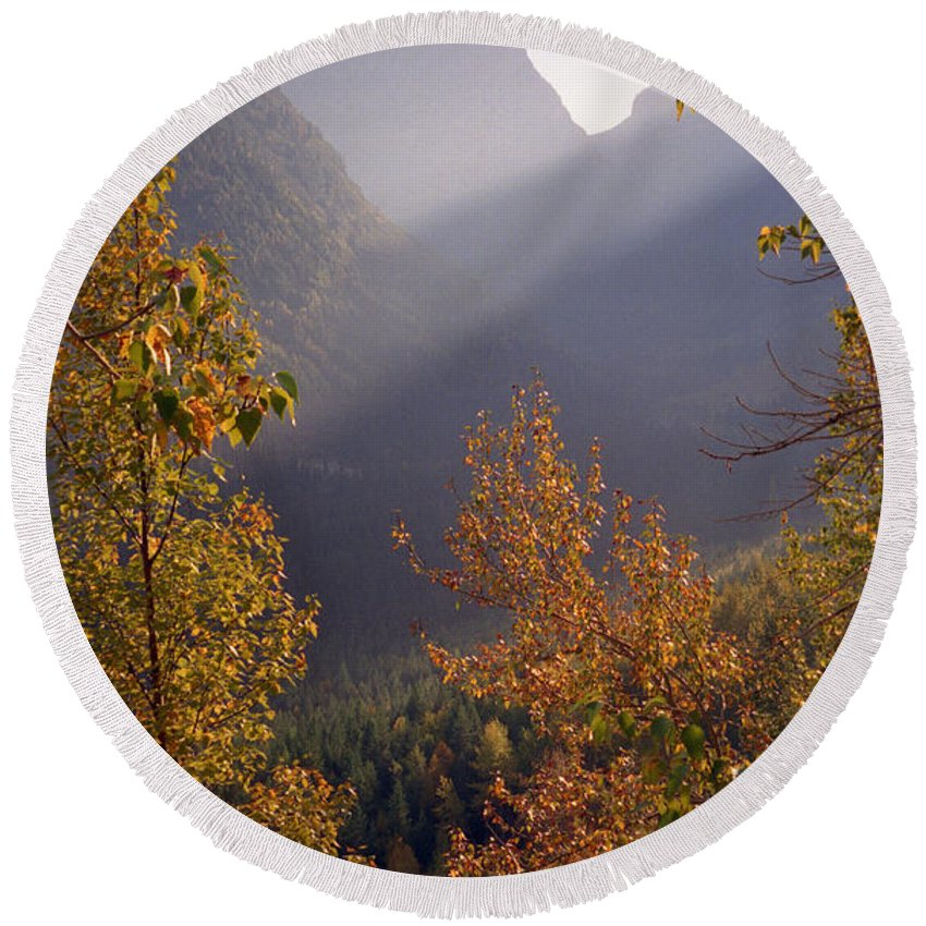 Mountains Round Beach Towel featuring the photograph Autumn At Logan Pass by Richard Rizzo