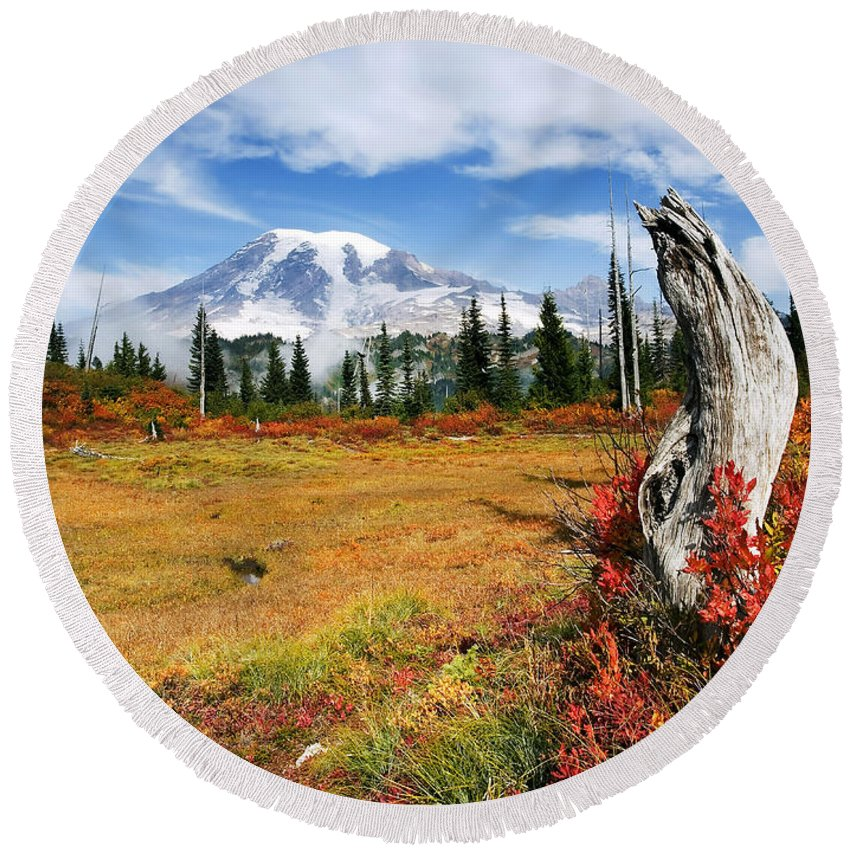 Rainier Round Beach Towel featuring the photograph Autumn Majesty by Mike Dawson