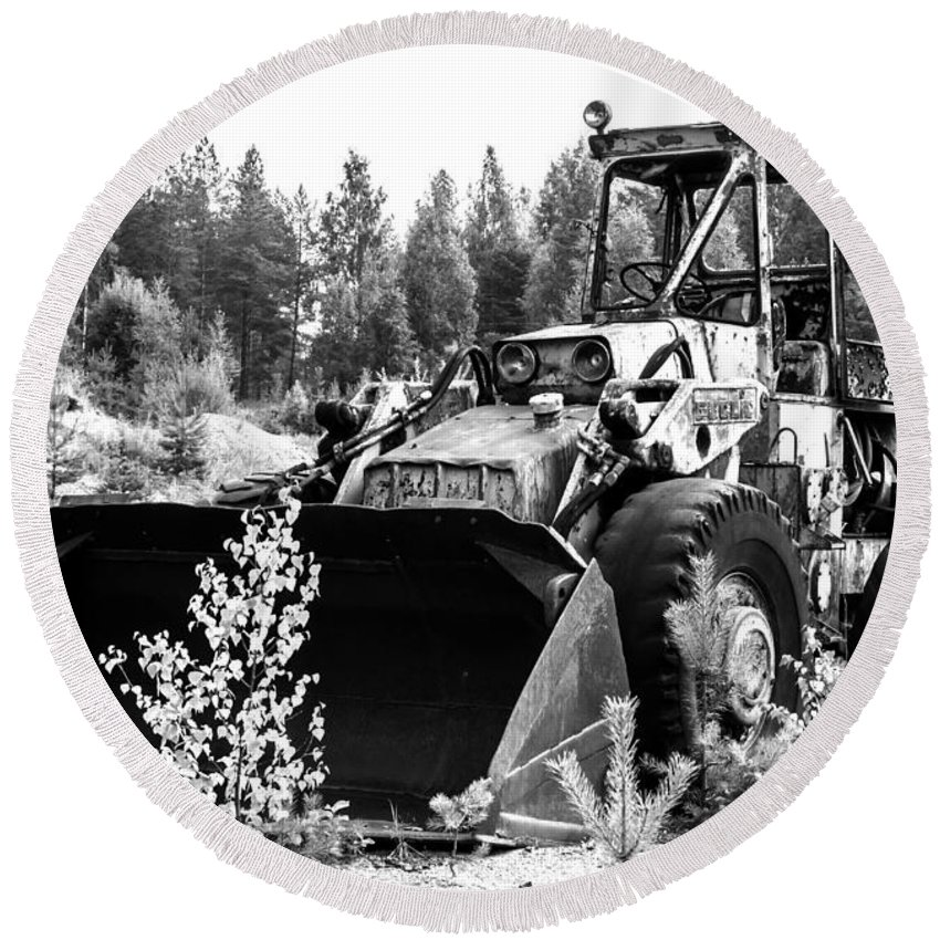 Backhoe Loader Round Beach Towel featuring the photograph Backhoe Loader Junk by Jarmo Honkanen