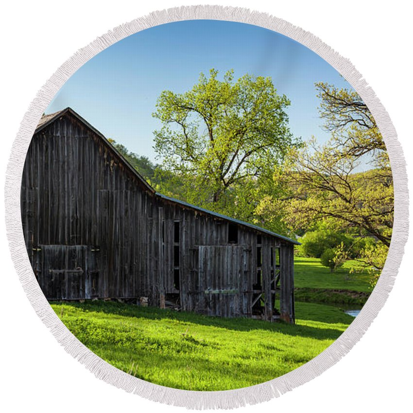 5dii Round Beach Towel featuring the photograph Bad Axe Barn by Mark Mille