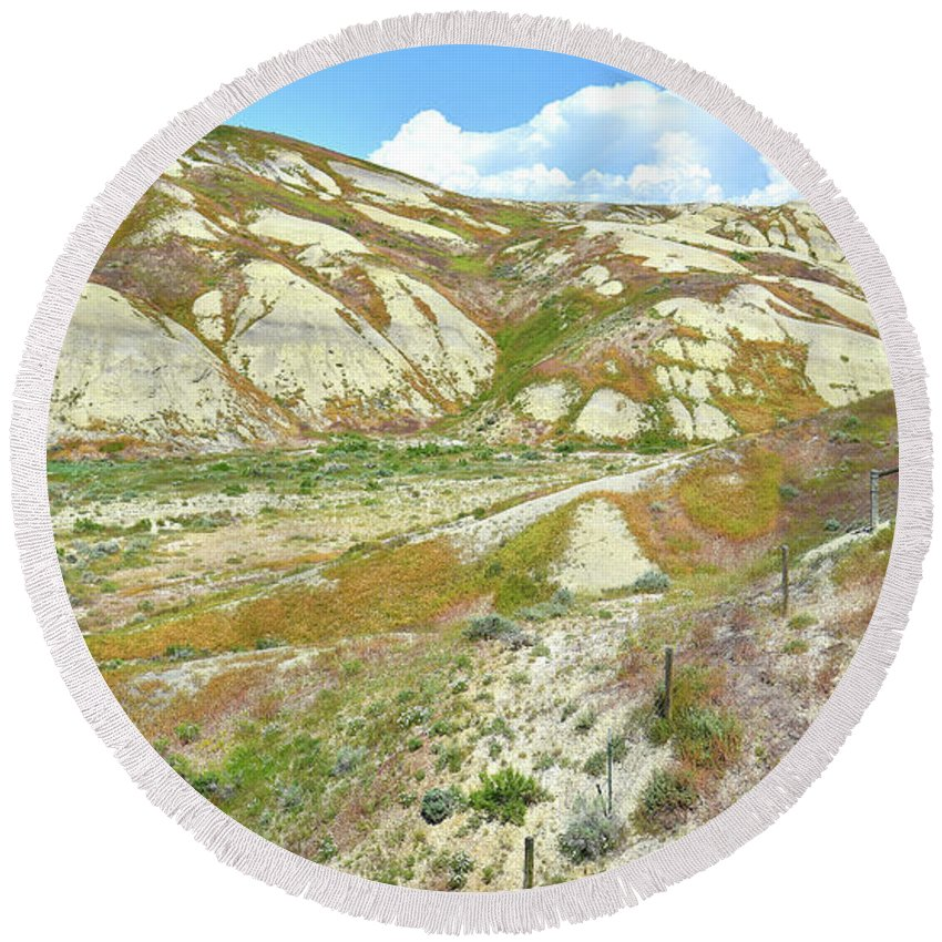 Wyoming Round Beach Towel featuring the photograph Badlands Of Wyoming by Ray Mathis