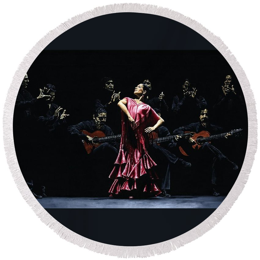 Flamenco Round Beach Towel featuring the painting Bailarina Orgullosa del Flamenco by Richard Young