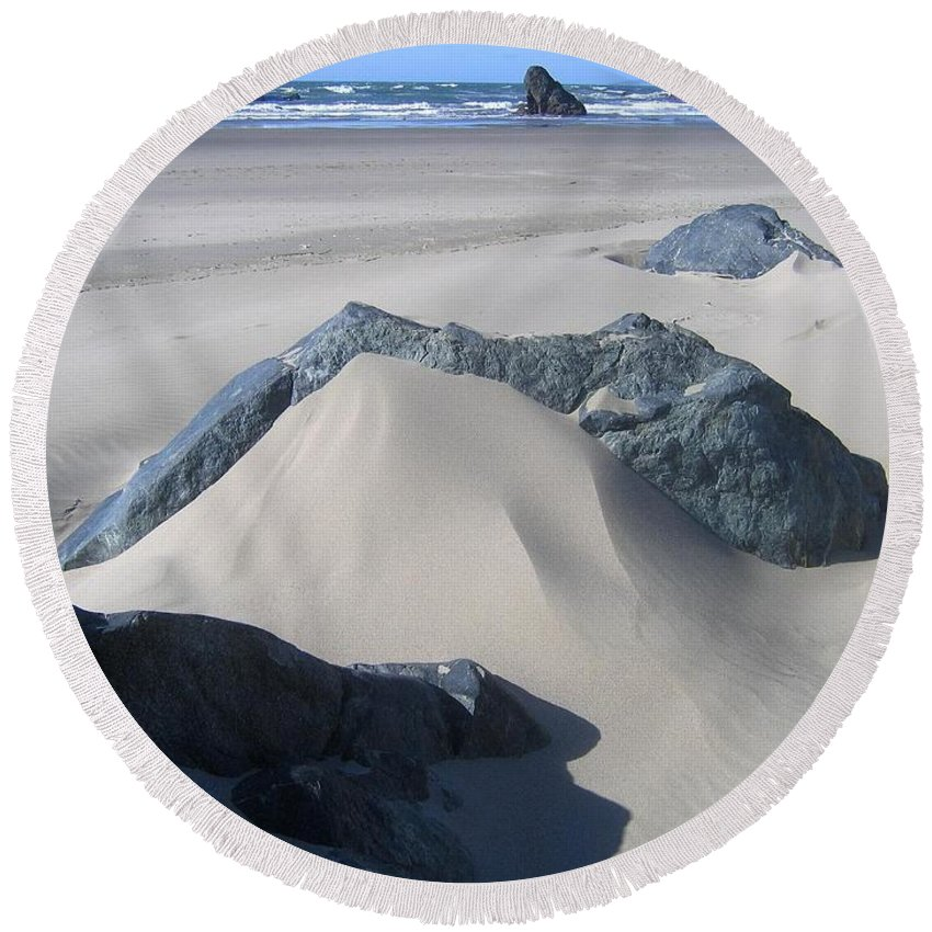 Bandon Round Beach Towel featuring the photograph Bandon 15 by Will Borden