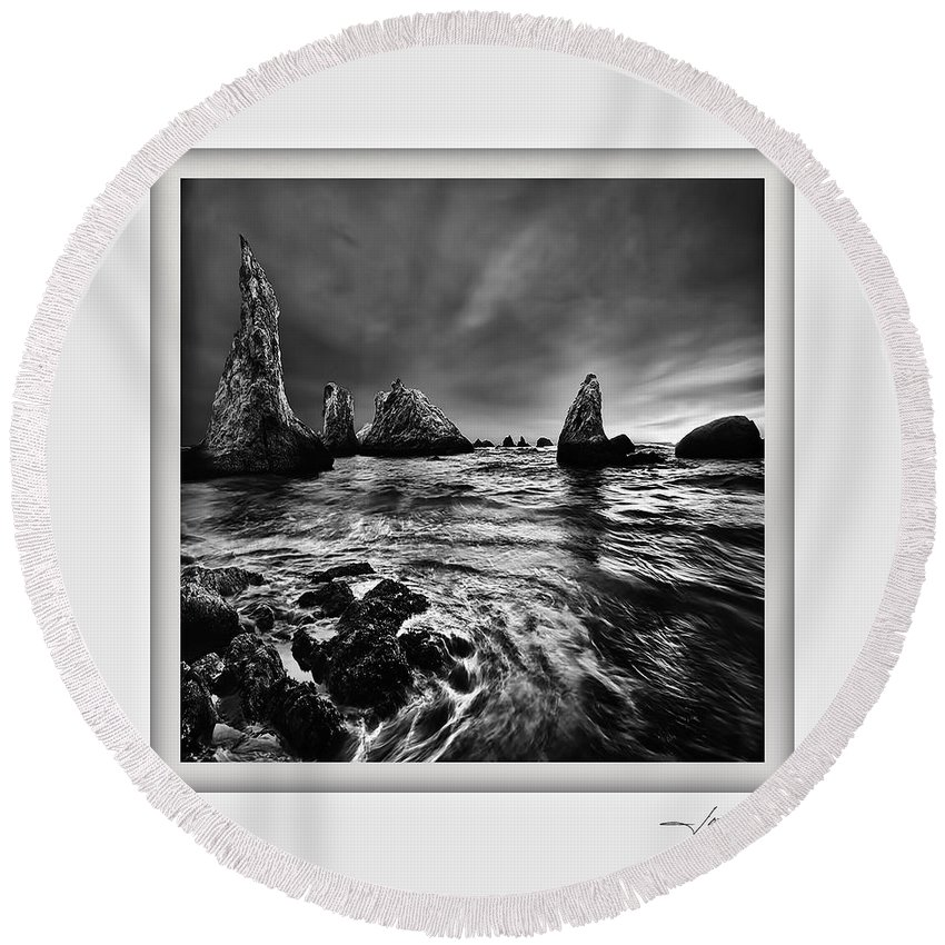 Columbia Gorge Round Beach Towel featuring the photograph Bandon Beach 1 by Ingrid Smith-Johnsen