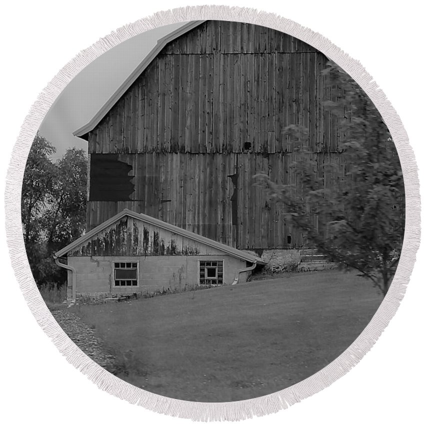 Round Beach Towel featuring the photograph Barn 19 by John Bichler