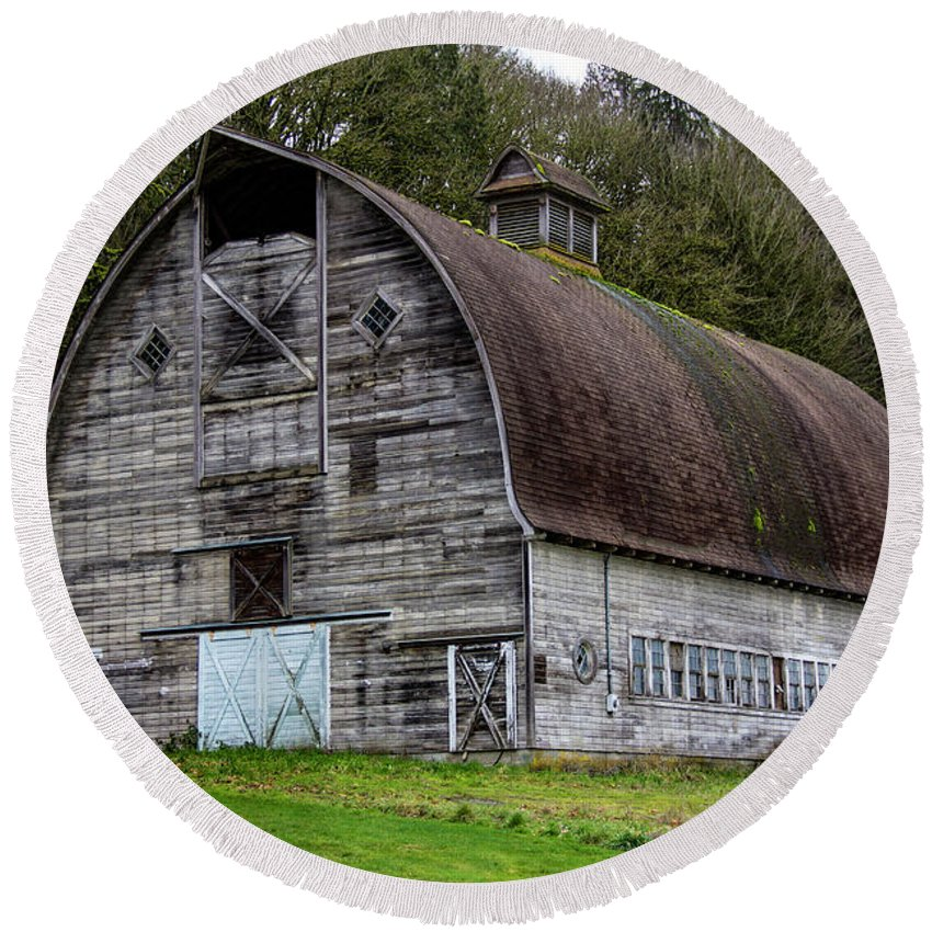 Barn Round Beach Towel featuring the photograph Barn 2018_1_27-5 by Roger Patterson