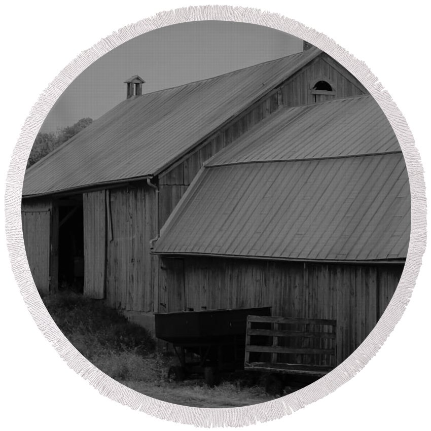 Round Beach Towel featuring the photograph Barn 4 by John Bichler