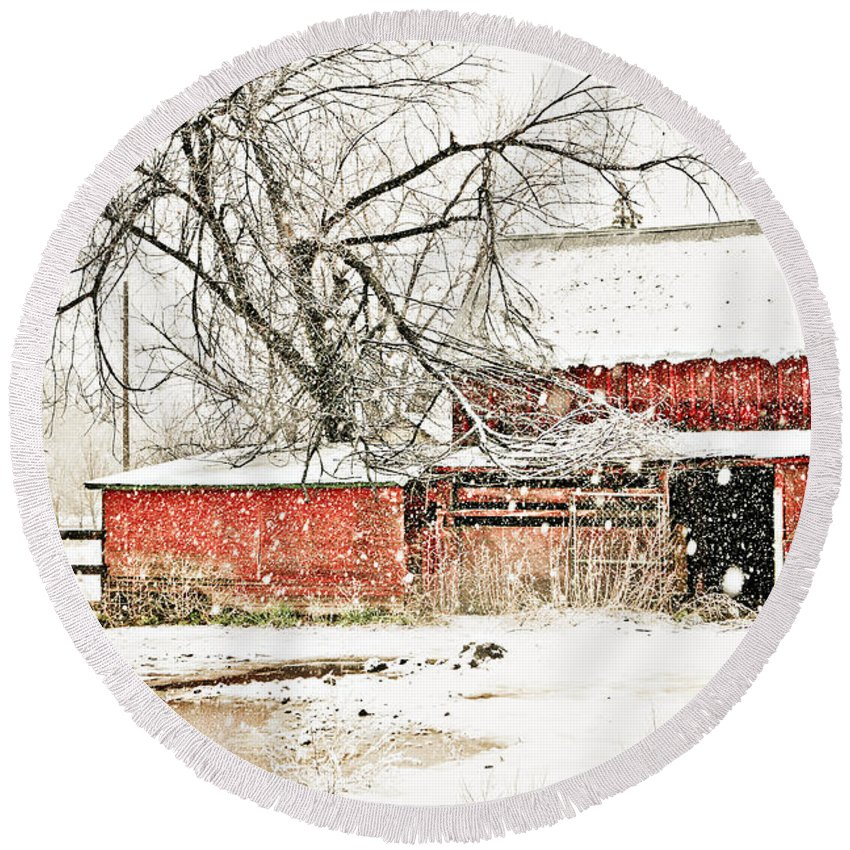 Americana Round Beach Towel featuring the photograph Barn And Pond by Marilyn Hunt