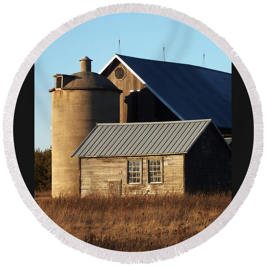 Barn Round Beach Towel featuring the photograph Barn At 57 And Q by Tim Nyberg
