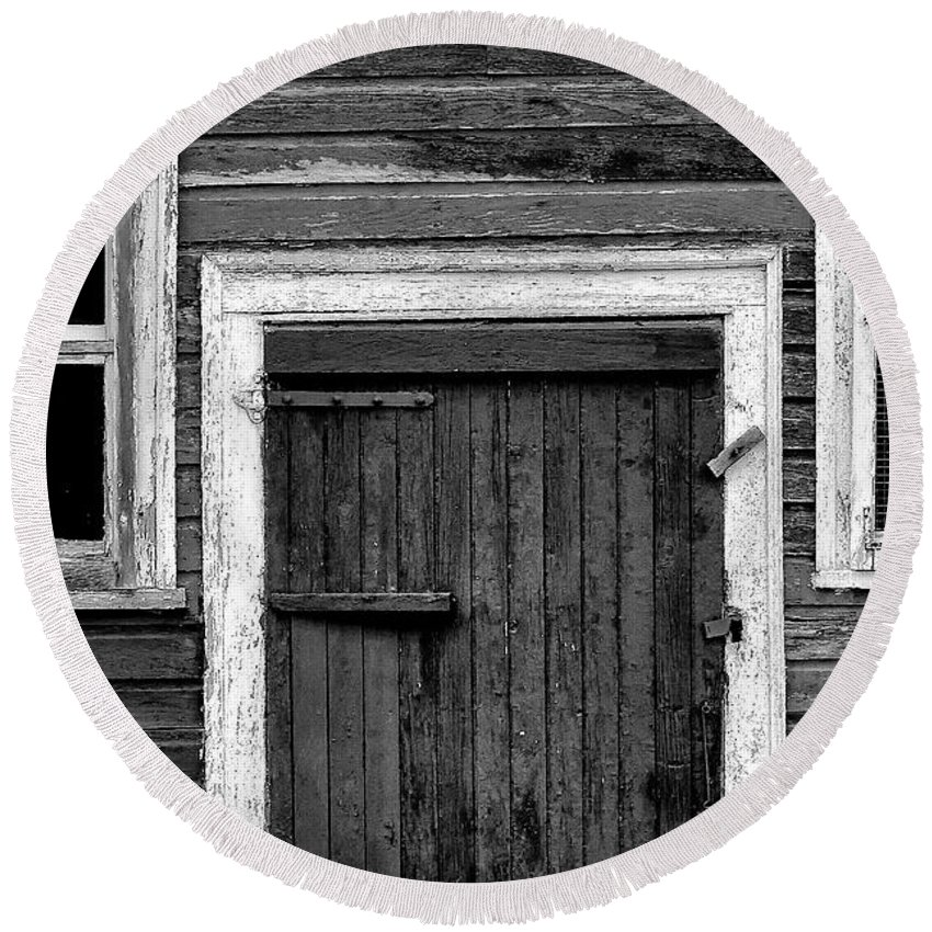 Barn Round Beach Towel featuring the photograph Barn Door And Windows Bw by Mike Nellums