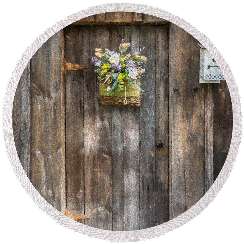 Barn Round Beach Towel featuring the photograph Barn Door by Guy Whiteley