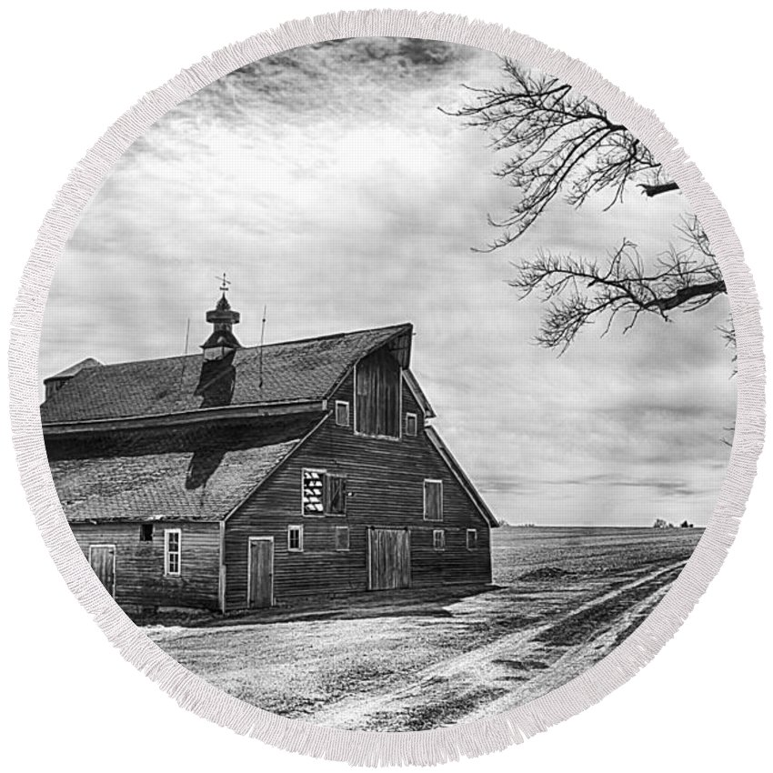 Barn In Black And White Round Beach Towel featuring the photograph Barn In Black And White by Priscilla Burgers