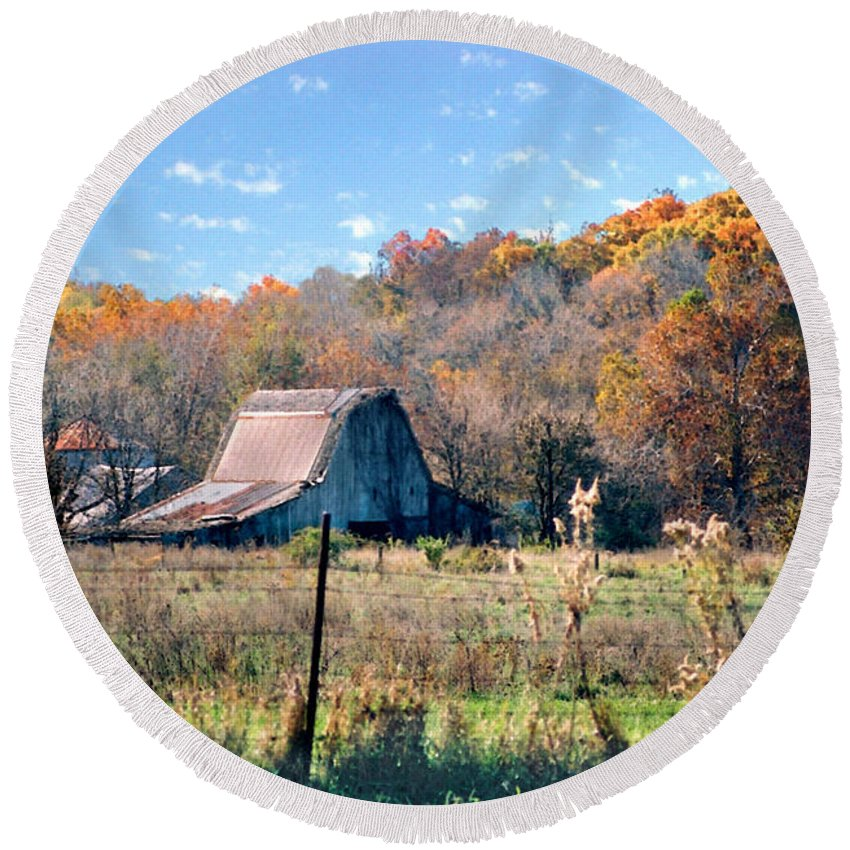 Landscape Round Beach Towel featuring the photograph Barn In Liberty Mo by Steve Karol