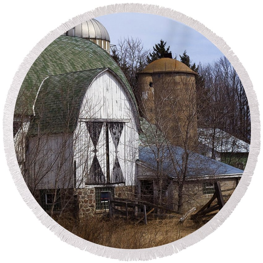 Barn Round Beach Towel featuring the photograph Barn On 29 by Tim Nyberg