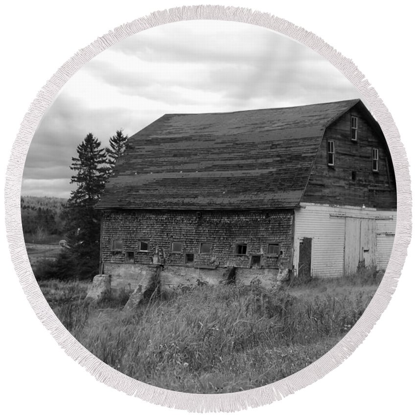 Barn Round Beach Towel featuring the photograph Barn On The River Flat by William Tasker