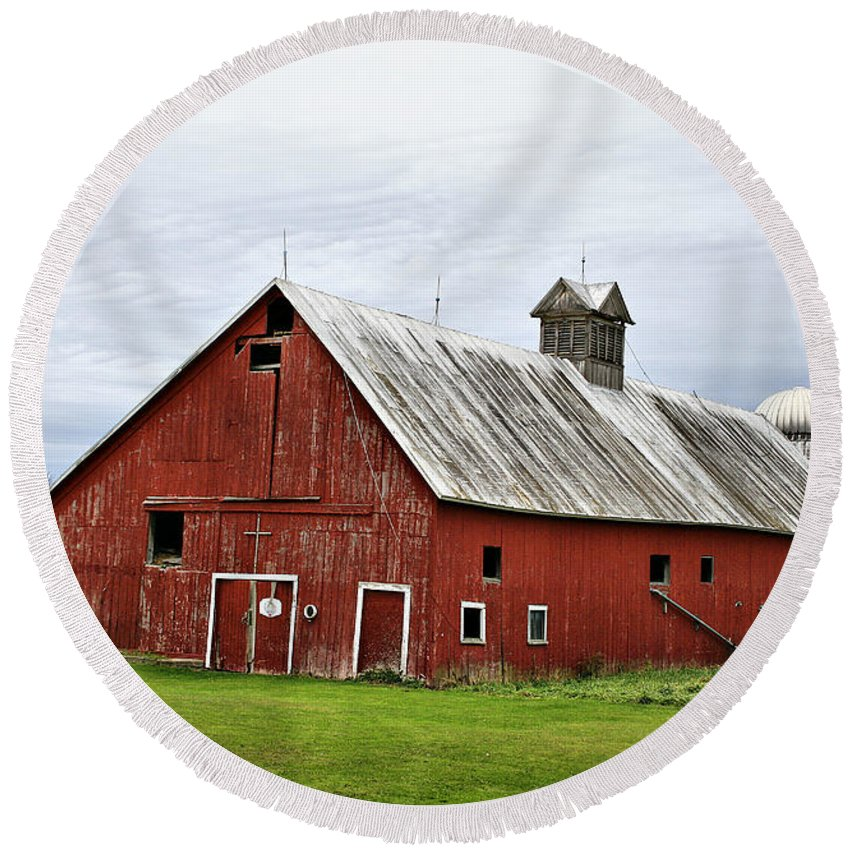 Barn Round Beach Towel featuring the photograph Barn With A Cross by Deborah Benoit
