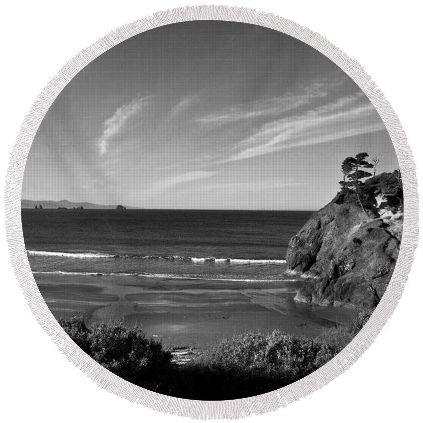 B&w Round Beach Towel featuring the photograph Battle Rock Beach Oregon by Lee Santa