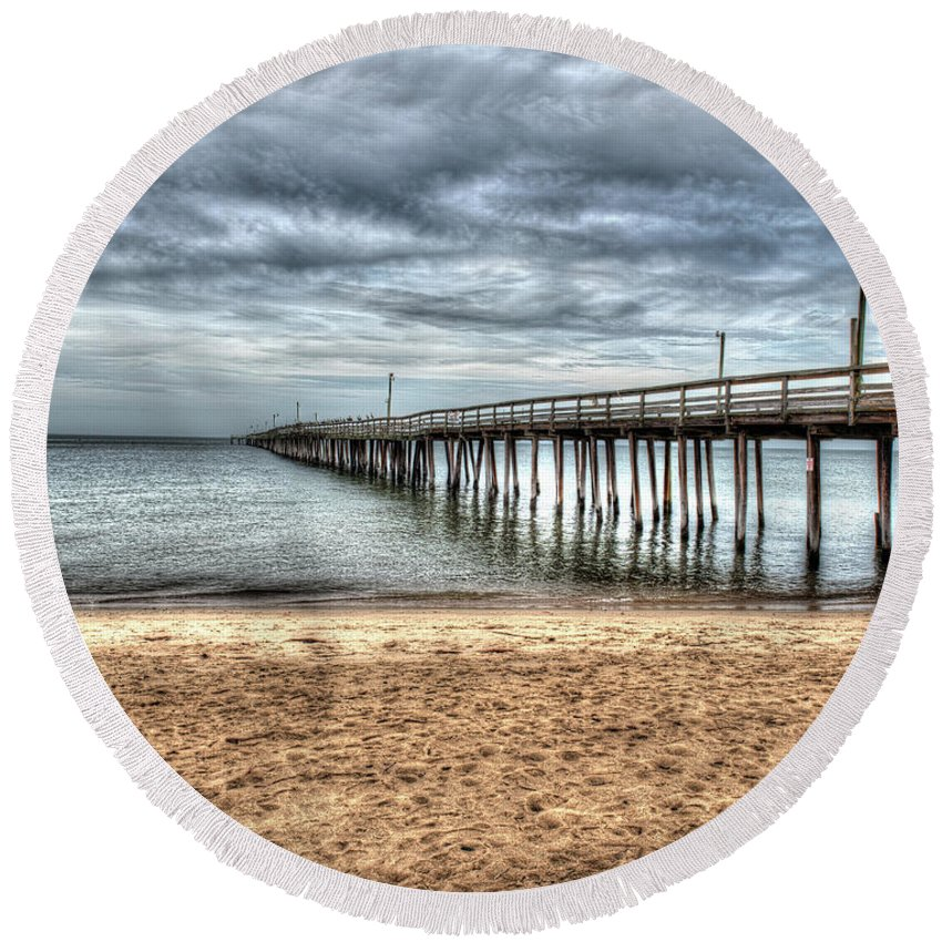 Virginia Round Beach Towel featuring the photograph Bay Side Lynnhaven Fishing Pier by Greg Hager