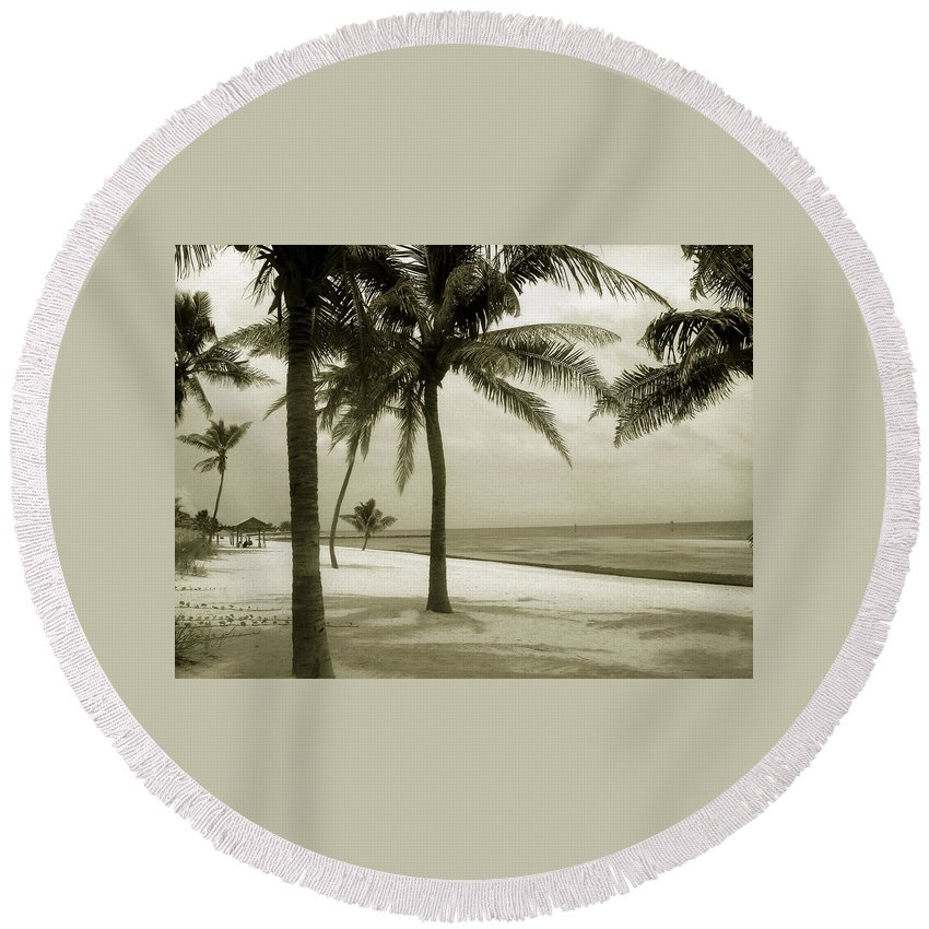 Beach Photo Round Beach Towel featuring the photograph Beach Scene In Key West by Susanne Van Hulst