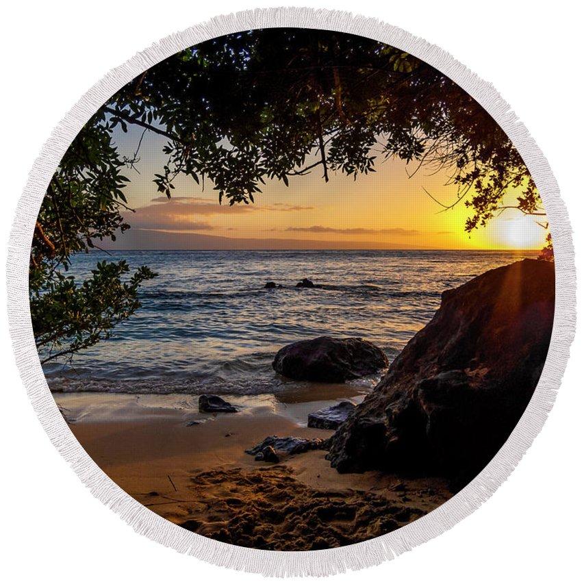 Sunset Round Beach Towel featuring the photograph Beach Sunset by Daniel Murphy