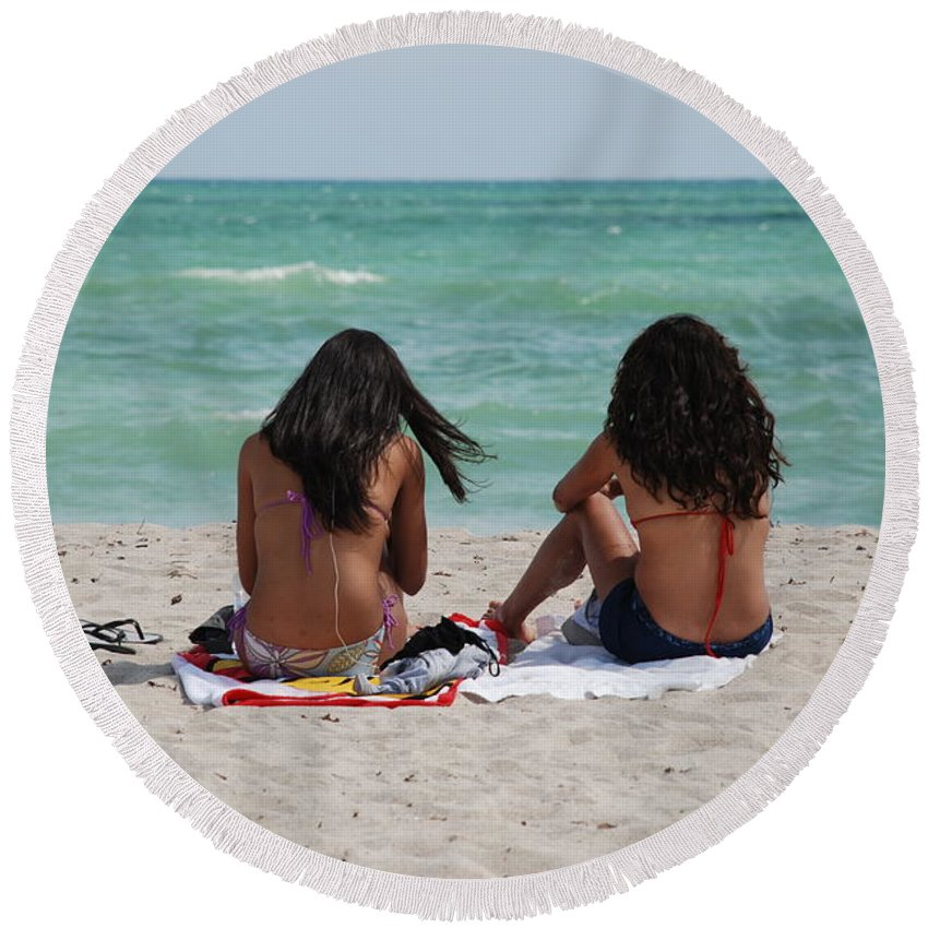 Women Round Beach Towel featuring the photograph Beauties On The Beach by Rob Hans