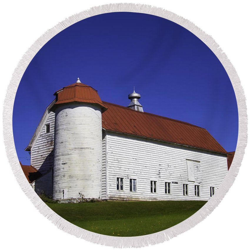 Red Round Beach Towel featuring the photograph Beautiful Red Roof Barn by Garry Gay