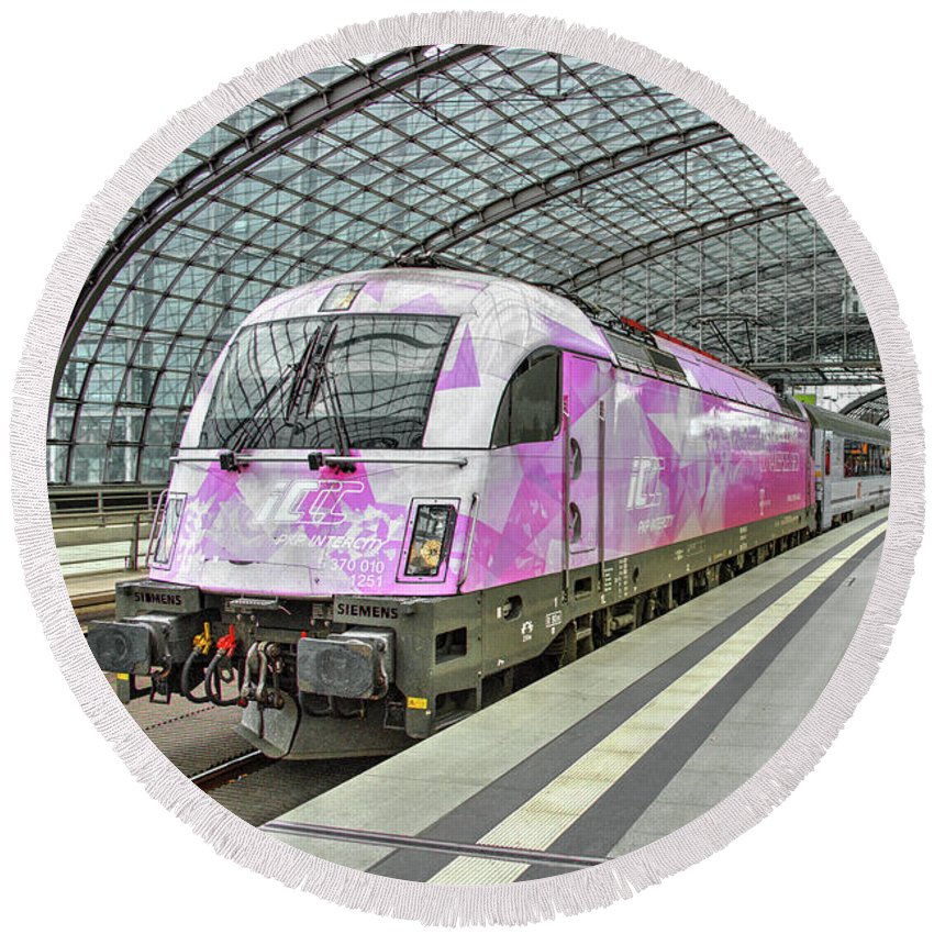 Berlin Round Beach Towel featuring the photograph Berlin Electric Pink by Rob Hawkins