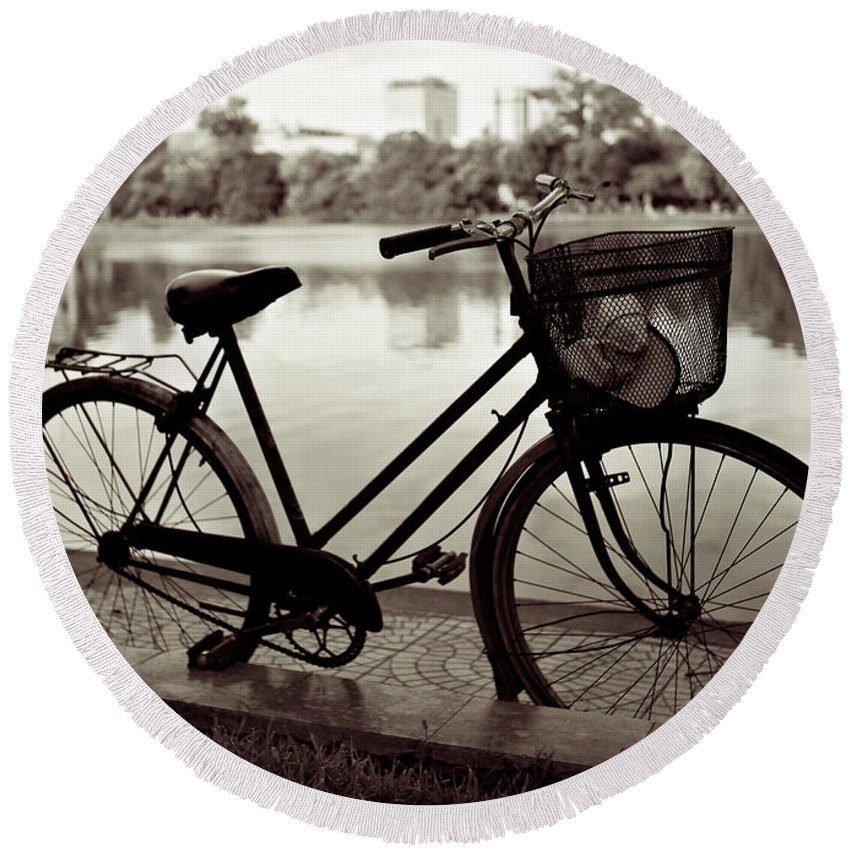 Bicycle Round Beach Towel featuring the photograph Bicycle By The Lake by Dave Bowman