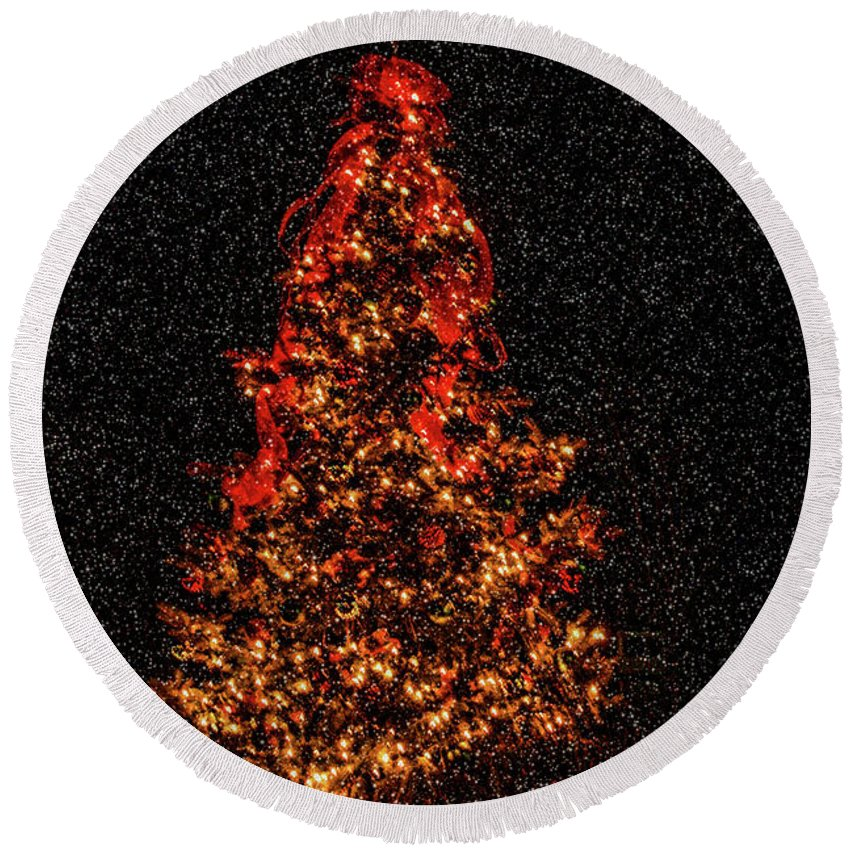 Big Bear Round Beach Towel featuring the photograph Big Bear Christmas Tree by Tommy Anderson