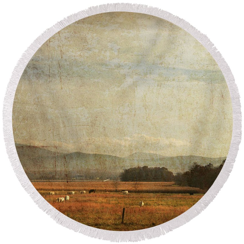 Round Beach Towel featuring the photograph Big Valley by Guy Crittenden