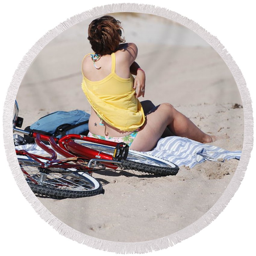 Red Round Beach Towel featuring the photograph Bike On The Beach by Rob Hans