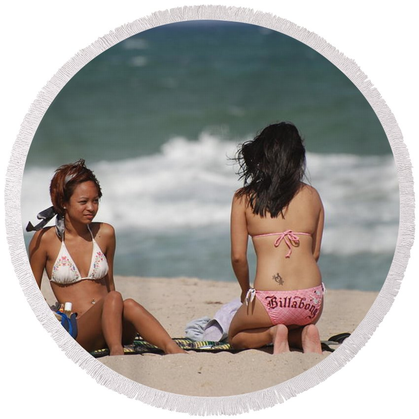 Sea Scape Round Beach Towel featuring the photograph Billabong Girls by Rob Hans