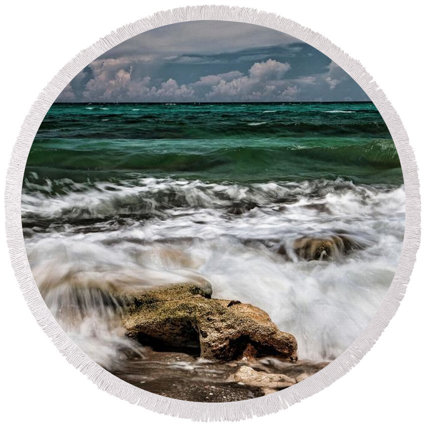 Blowing Rock Round Beach Towel featuring the photograph Blowing Rocks Preserve by Carol Montoya