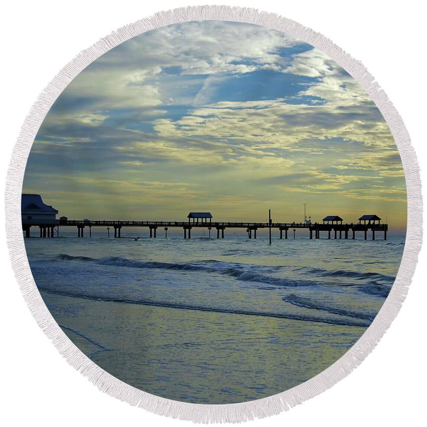 Sunset Round Beach Towel featuring the photograph Blue Sky Clearwater Pier 60 by D Hackett
