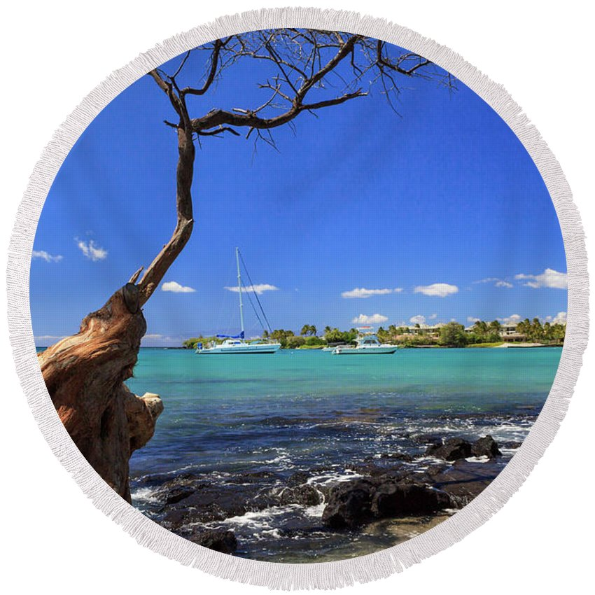 Anaehoomalu Bay Round Beach Towel featuring the photograph Boats At Anaehoomalu Bay by James Eddy
