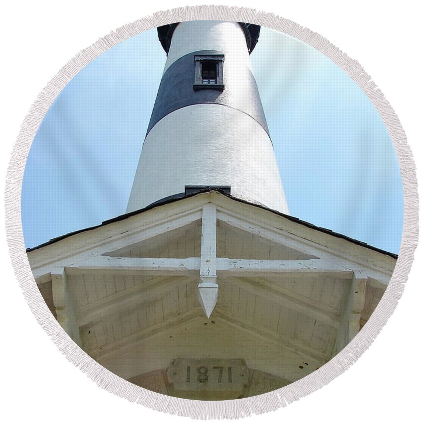 Bodie Lighthouse Round Beach Towel featuring the photograph Bodie Lighthouse Nags Head Nc IIi by Brett Winn