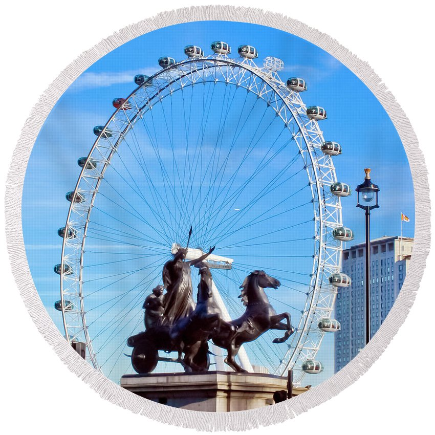 London Landmarks Round Beach Towel featuring the photograph Boudica Riding The Millennium Wheel by Terri Waters