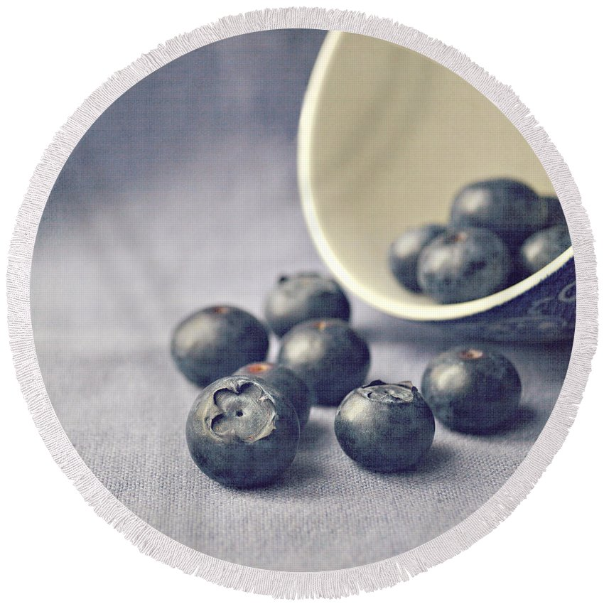 Blueberries Round Beach Towel featuring the photograph Bowl Of Blueberries by Lyn Randle