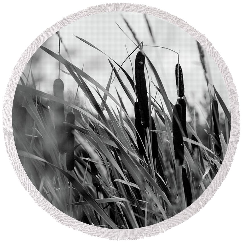 Black And White Round Beach Towel featuring the photograph Breeze by John Gagnon