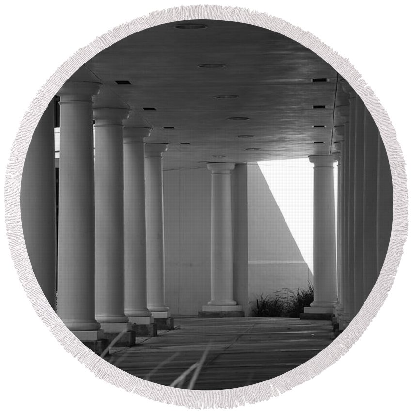 Black And White Round Beach Towel featuring the photograph Breezeway by Rob Hans