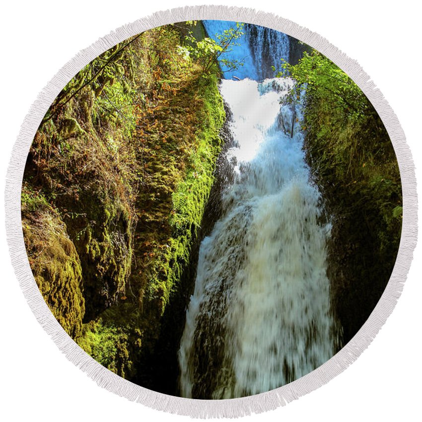 Waterfall Round Beach Towel featuring the photograph Bridal Veil Falls, Oregon by Aashish Vaidya