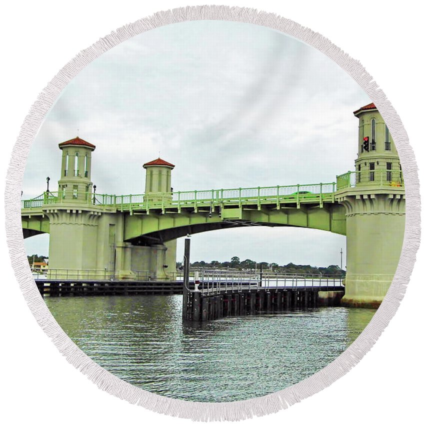 Bridge Of Lions Round Beach Towel featuring the photograph Bridge Of Lions From The Water by D Hackett