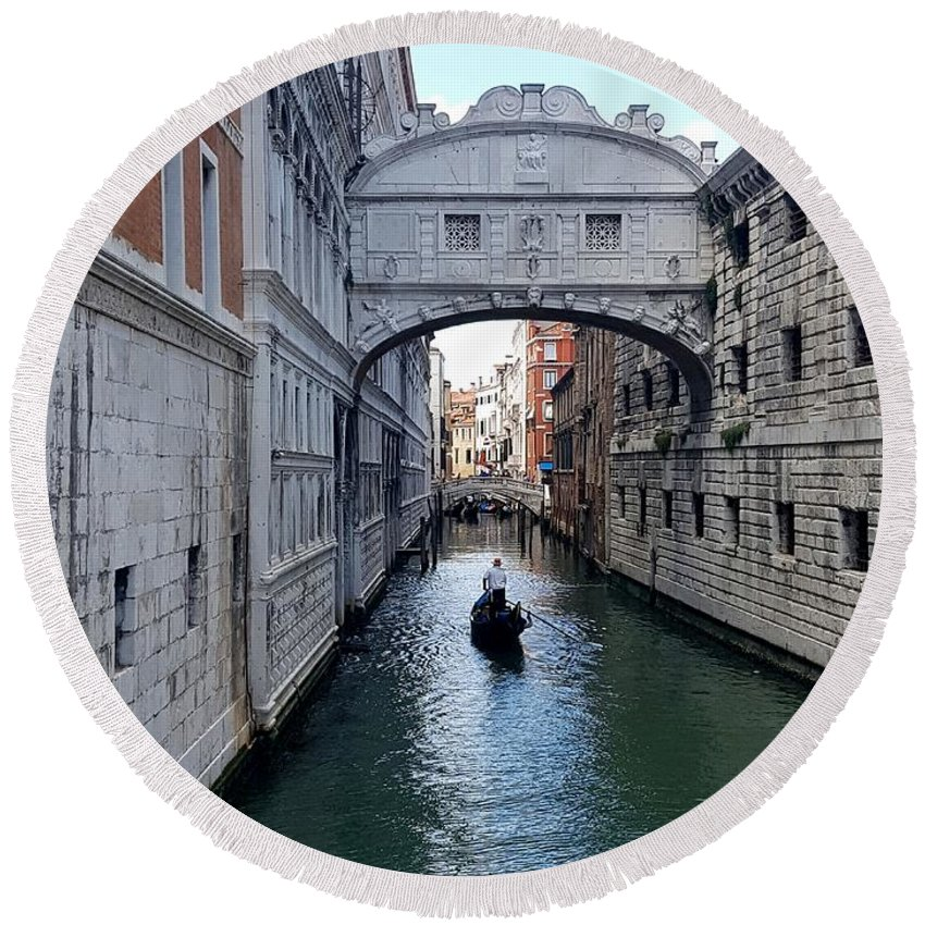 Bridge Of Sighs Round Beach Towel featuring the photograph Bridge Of Sighs by Katherine Pearson