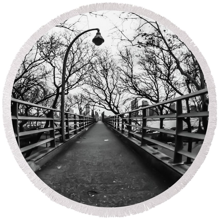 East River Round Beach Towel featuring the photograph Bridge To The East River by Richard Cheski