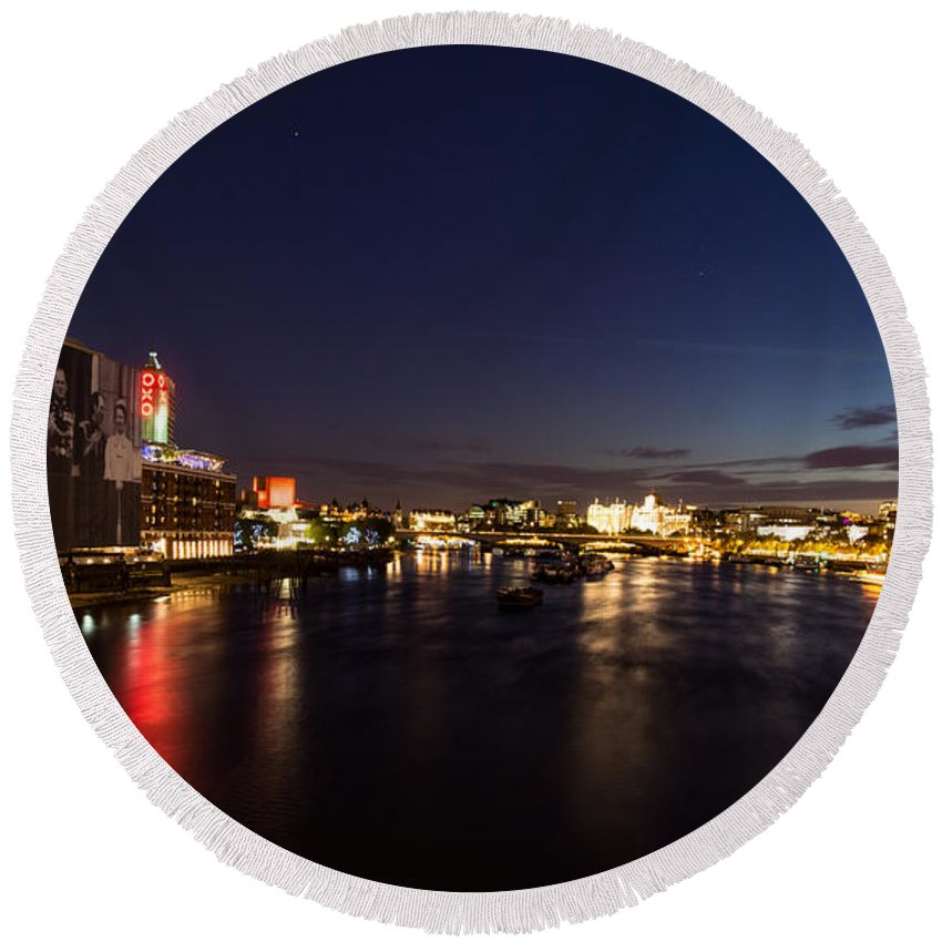 British Symbols And Landmarks Silky River Thames At Night Complete