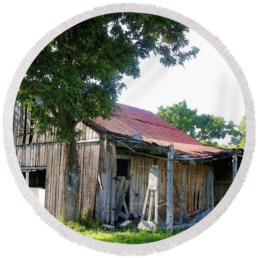 Barn Round Beach Towel featuring the photograph Brokedown Barn by Nelson Strong